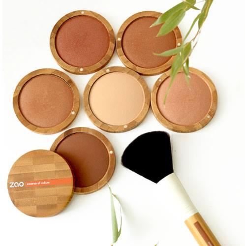 Idéales pour structurer parfaitement la forme du visage, les terres cuites minérales ZAO Organic Mak...