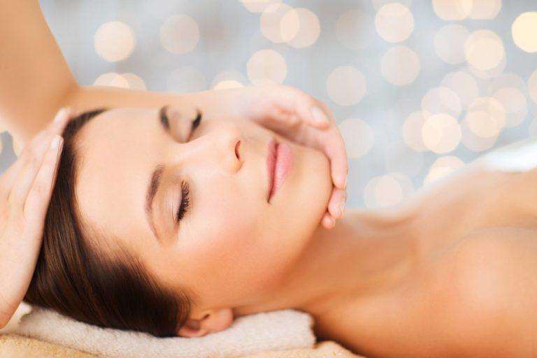 Opération peau neuve : nos soins du visage effacent l'effet teint terne et permettent une meilleure ...