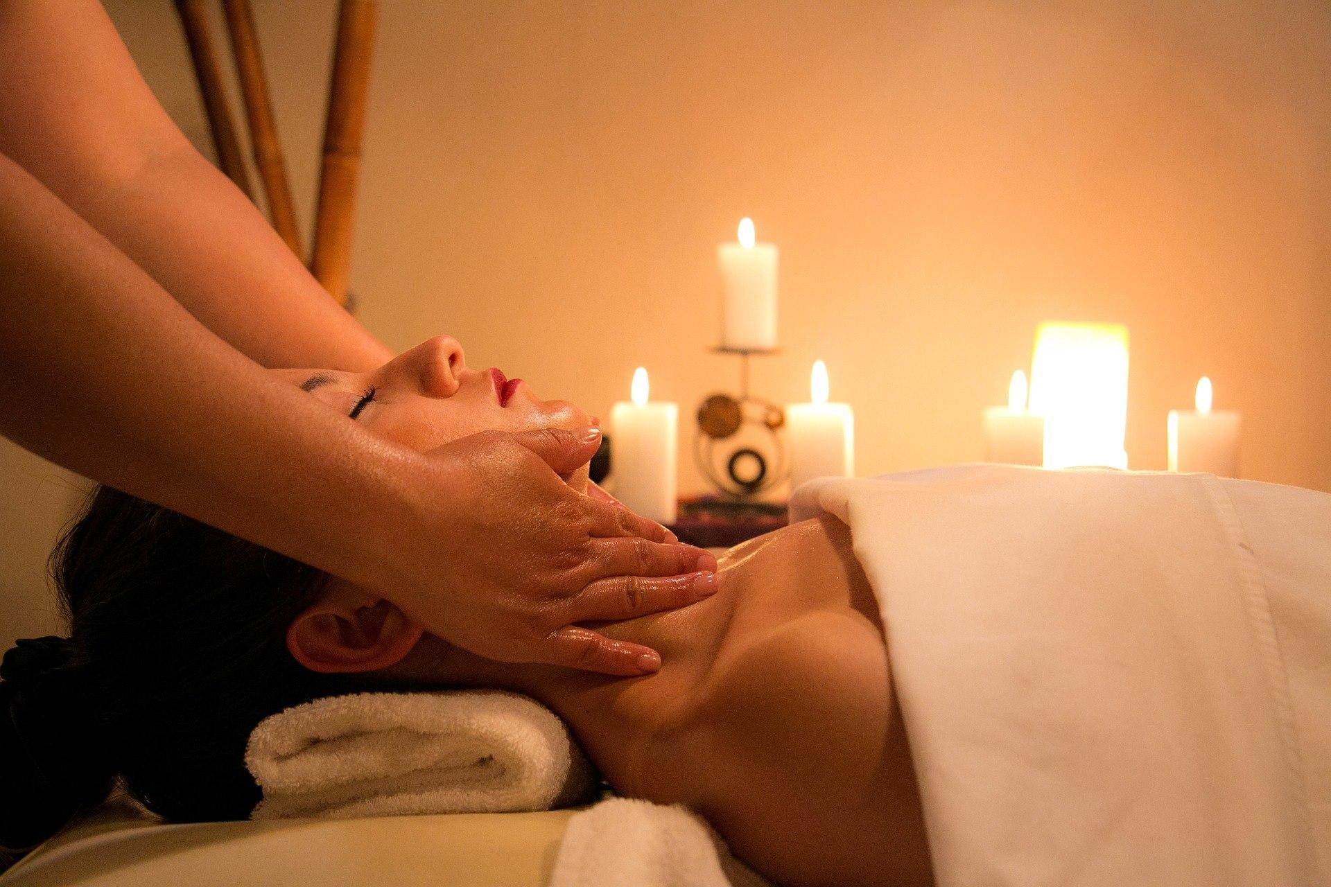 Un massage Pierre de Zaïne pour la chaleur et la détente,ou bien un massage Instant Présent pour un ...