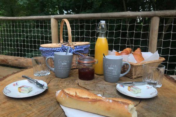 petit déjeuner hébergement bulles chemin de l'éveil